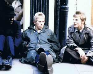 A091 - Quadrophenia reunion Signed 10x8 photo by GARY SHAIL